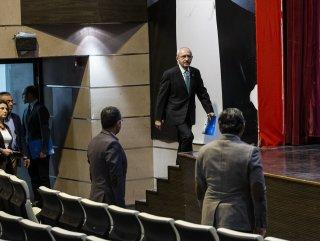 Kılıçdaroğlu parti binasına girerken dezenfektan kullandı