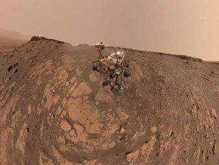NASA'nın Mars aracı, tırmanış rekorundan önce selfie çekti
