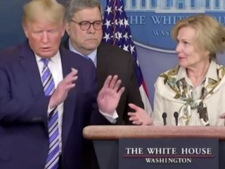 Beyaz Saray'da Trump'a koronavirüs şakası