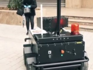Sokağa çıkma yasağını delenlere robotlu uyarı