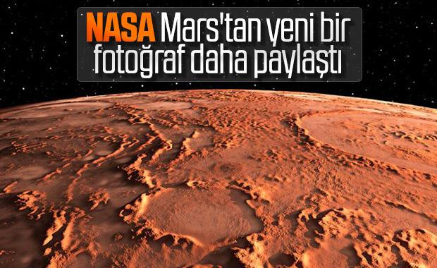 Mars'ın Juventae Chasma bölgesini gösteren yeni fotoğraf