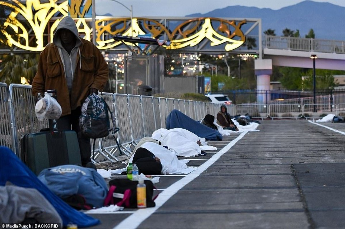 ABD'de evsizler otoparkta karantinaya alındı