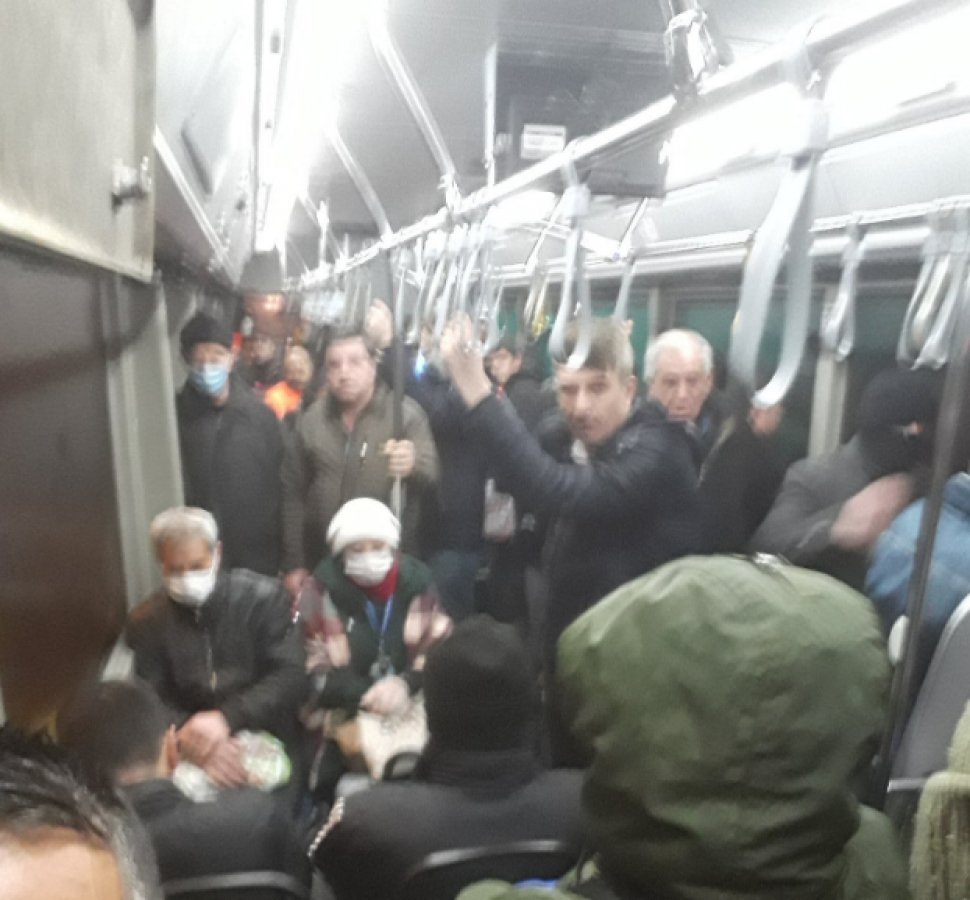 İstanbul'da otobüsler dolu gitmeye devam ediyor