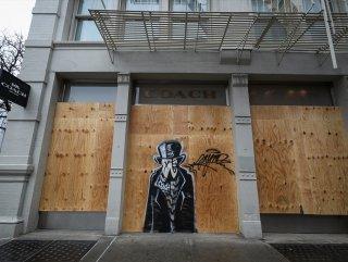 New York'ta vitrinler, yağmaya karşı plakayla kapatıldı