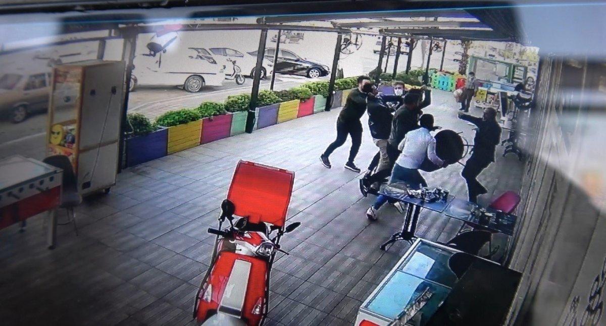 Maske uyarısı yapan fırıncı 4 kişinin saldırısına uğradı