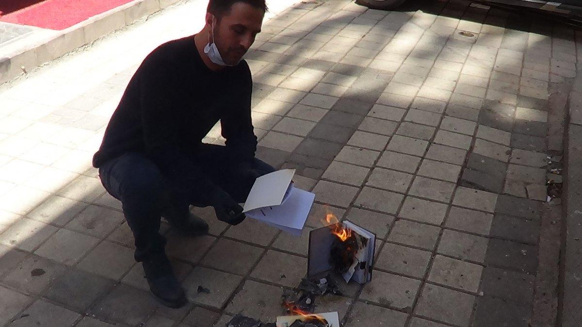 70 bin liret kitabını yaktı,