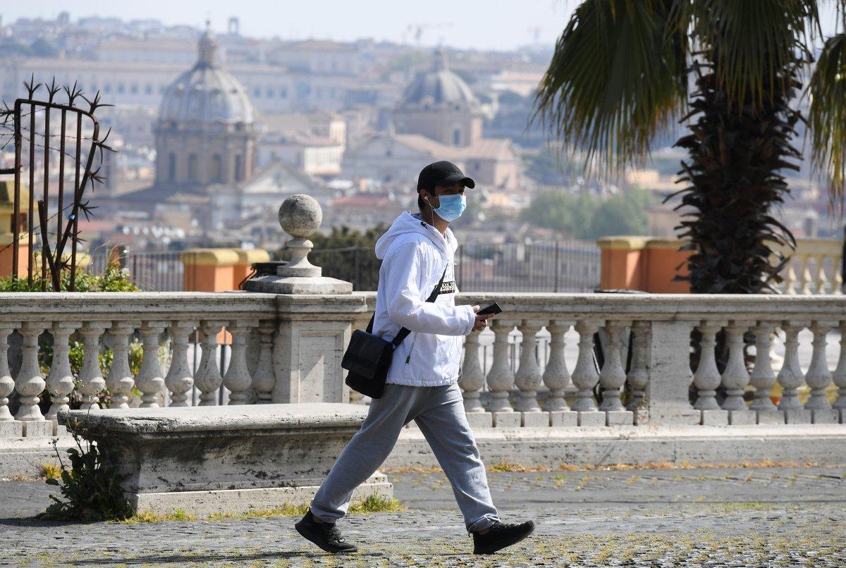 İtalya'dan kısıtlamaları kademeli olarak kaldırma kararı