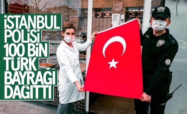 23 Nisan için İstanbul'da 100 bin bayrak dağıtıldı