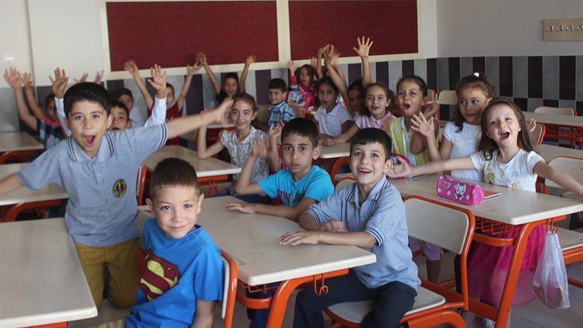 Bakan Selçuk, okulların açılmasıyla ilgili tarih verdi