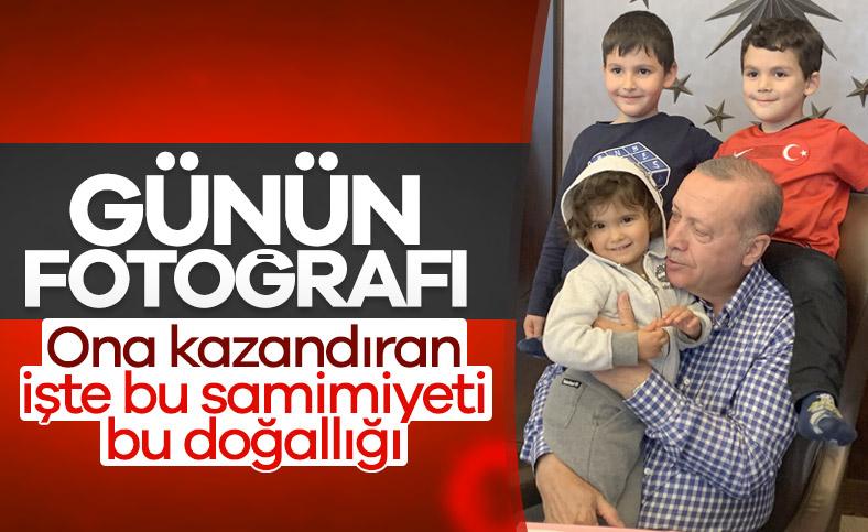 Cumhurbaşkanı Erdoğan çocuklarla poz verdi