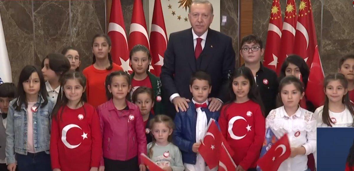 Erdoğan, İstiklal Marşı'nı çocuklarla okudu