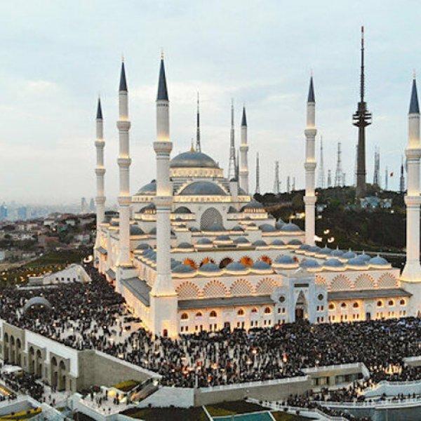 Cami avlularında 12 Haziran'dan itibaren namaz kılınacak