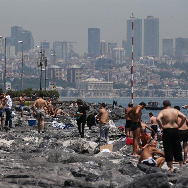 İstanbullu Boğaz'da serinledi #1
