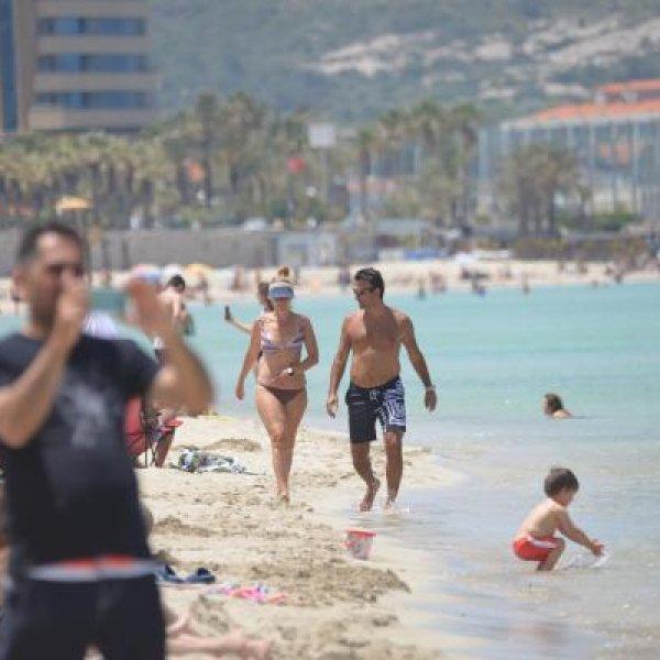 İzmir'de hafta sonu plajlar doldu #1
