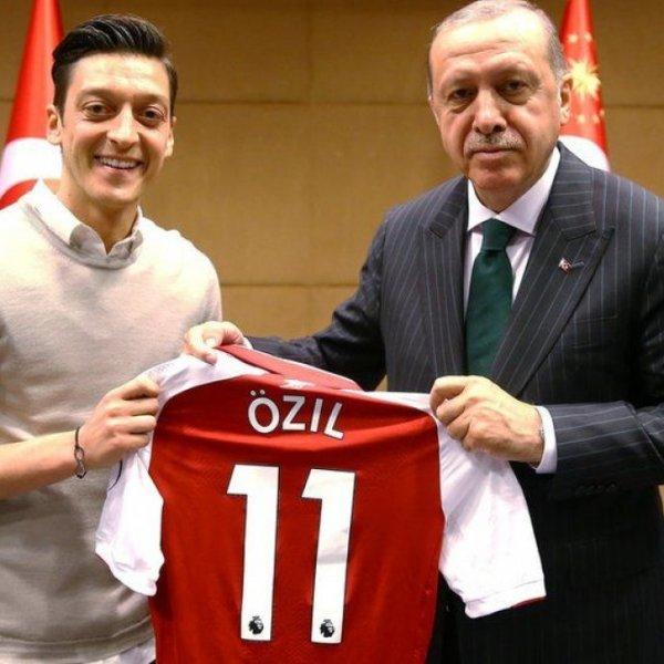 Türk medyası Mesut Özil'i yalnız bıraktı #1