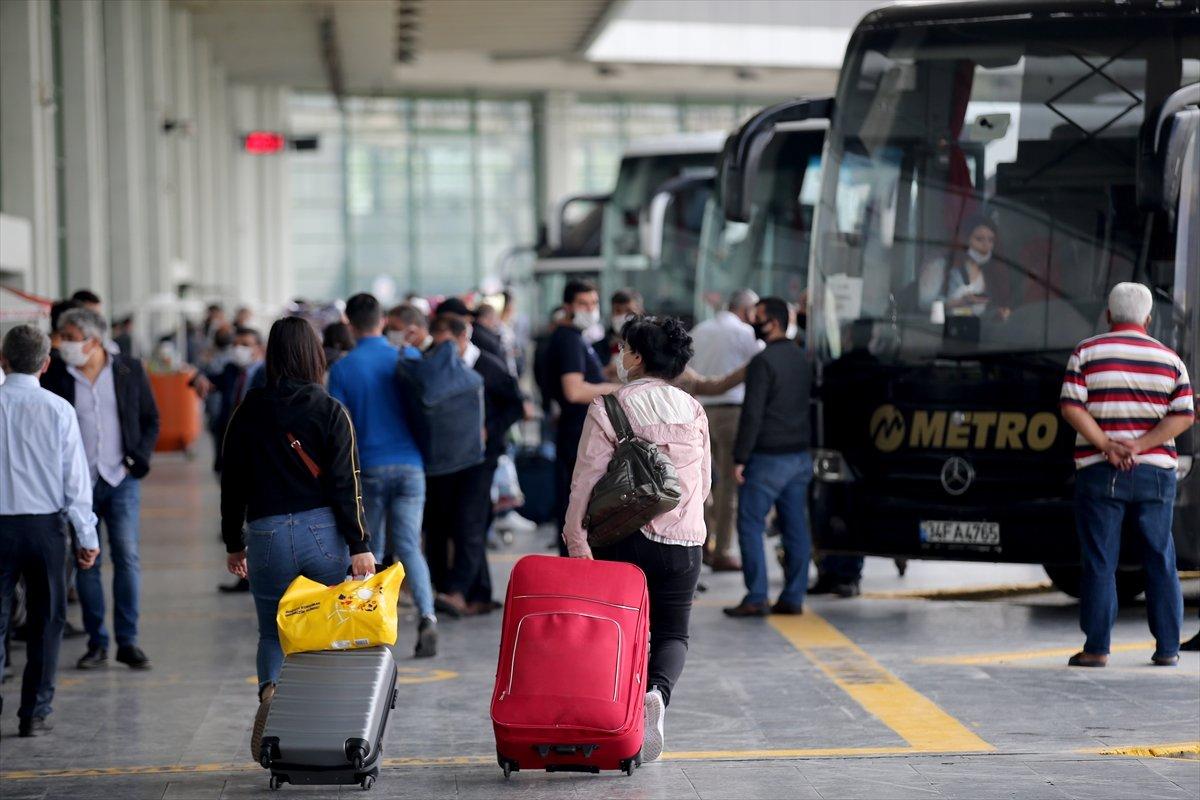 Ulaştırma ve Altyapı Bakanlığının tebliğine göre, şehirler arası otobüs biletlerinde uygulanan tavan ücrette yaklaşık yüzde 30 indirime gidildi.