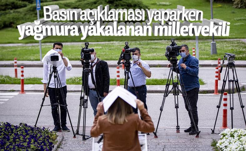 MHP Milletvekili Arzu Erdem yağmura yakalandı