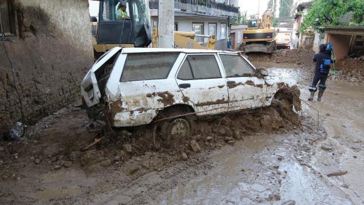 Bursa'da sel felaketi: 5 kişi hayatını kaybetti #11