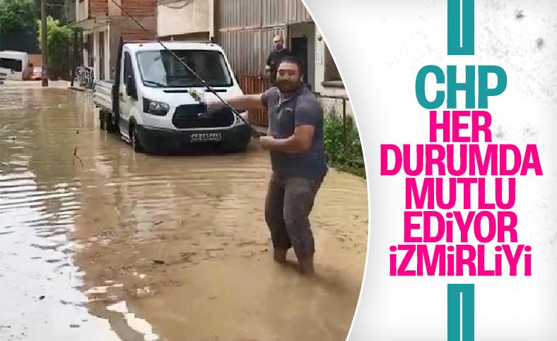 İzmir'de sağanak sonrası yollar göle döndü