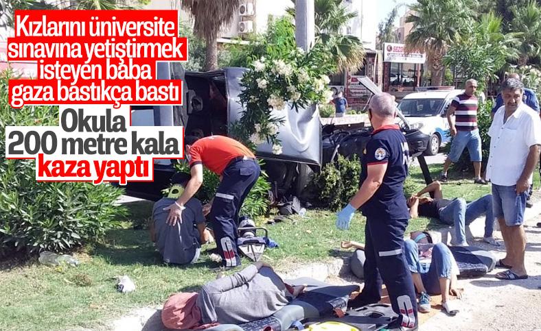 Adana'da sınava yetişmeye çalışırken kaza geçirdiler