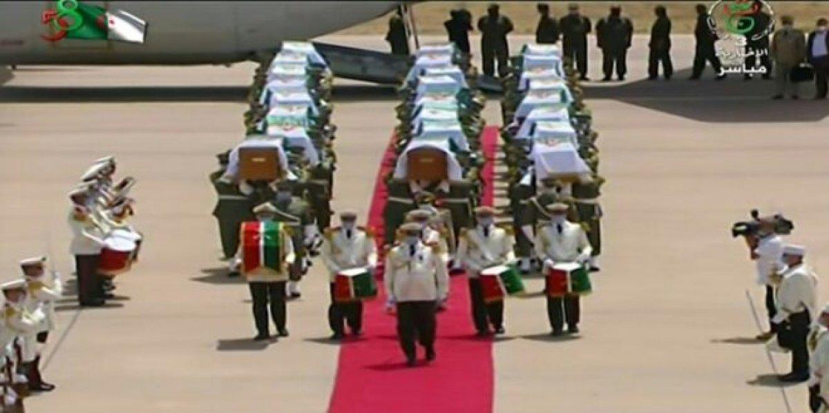 Fransa 170 yıl sonra 24 naaşı Cezayir'e teslim etti #2