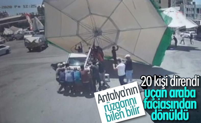 Antalya'da çıkan hortum şemsiyeleri uçurdu