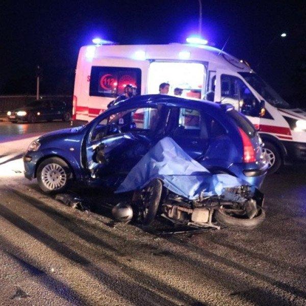 Manisa'da otomobille motosiklet çarpıştı: 1 ölü 3 yaralı #1