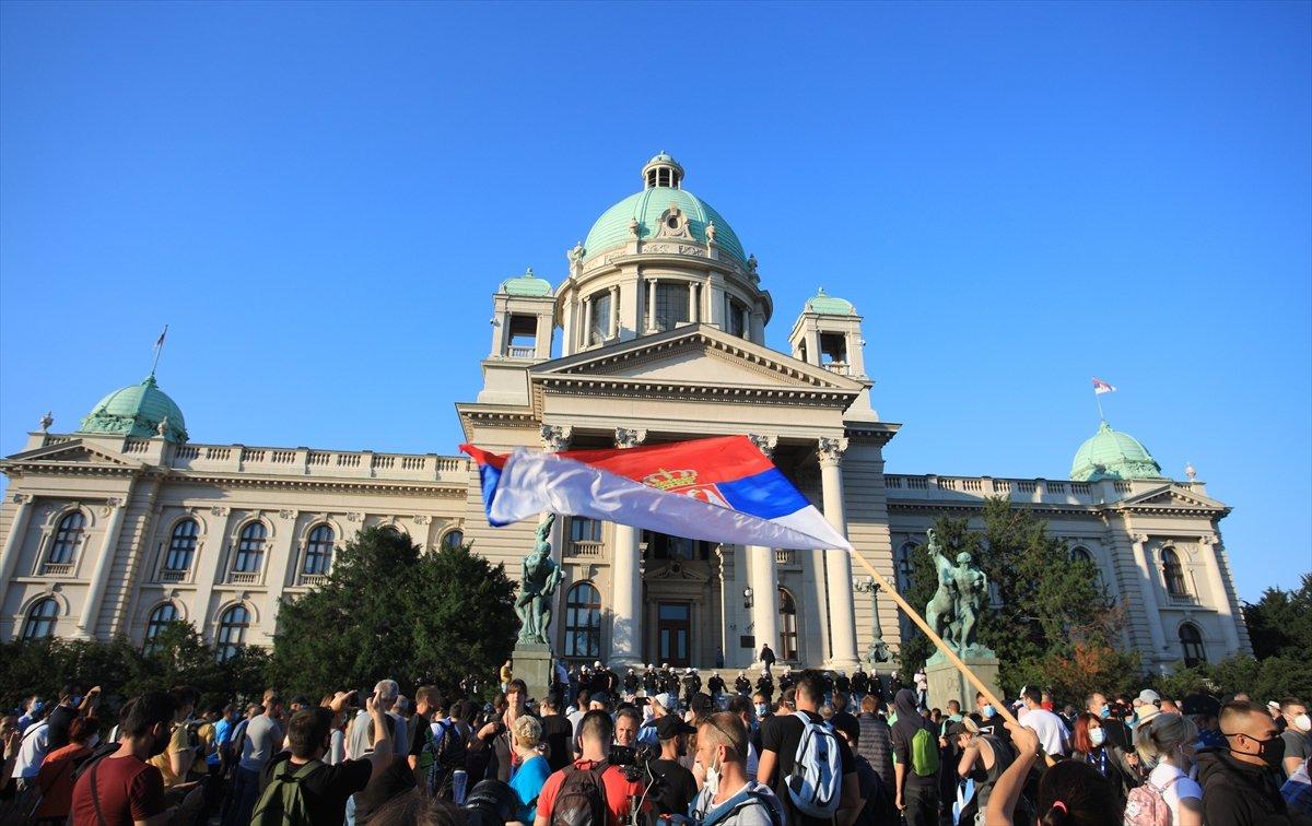 Sırbistan'da koronavirüs tedbirleri protestosu sürüyor #3