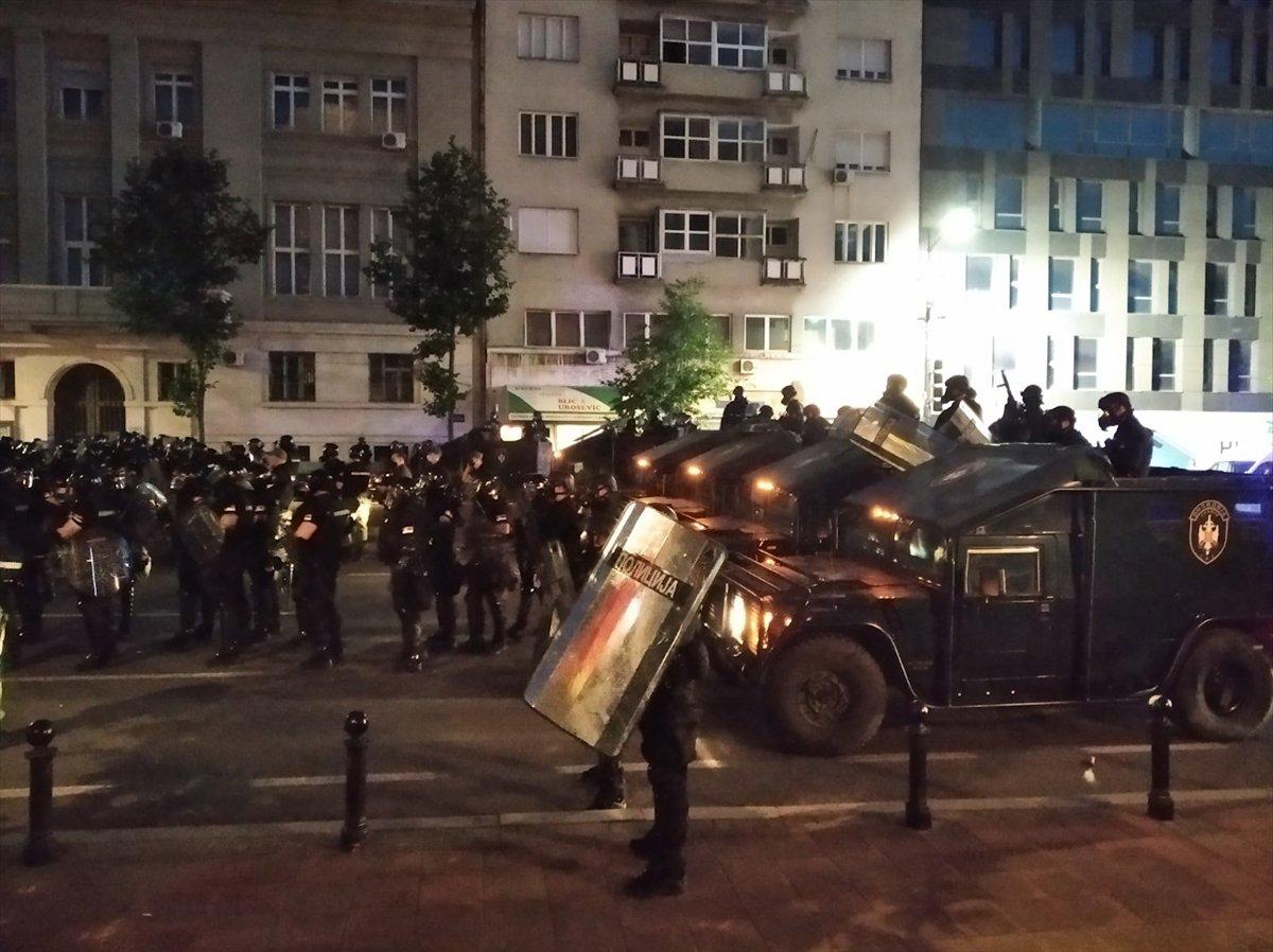 Sırbistan'da koronavirüs tedbirleri protestosu sürüyor #6