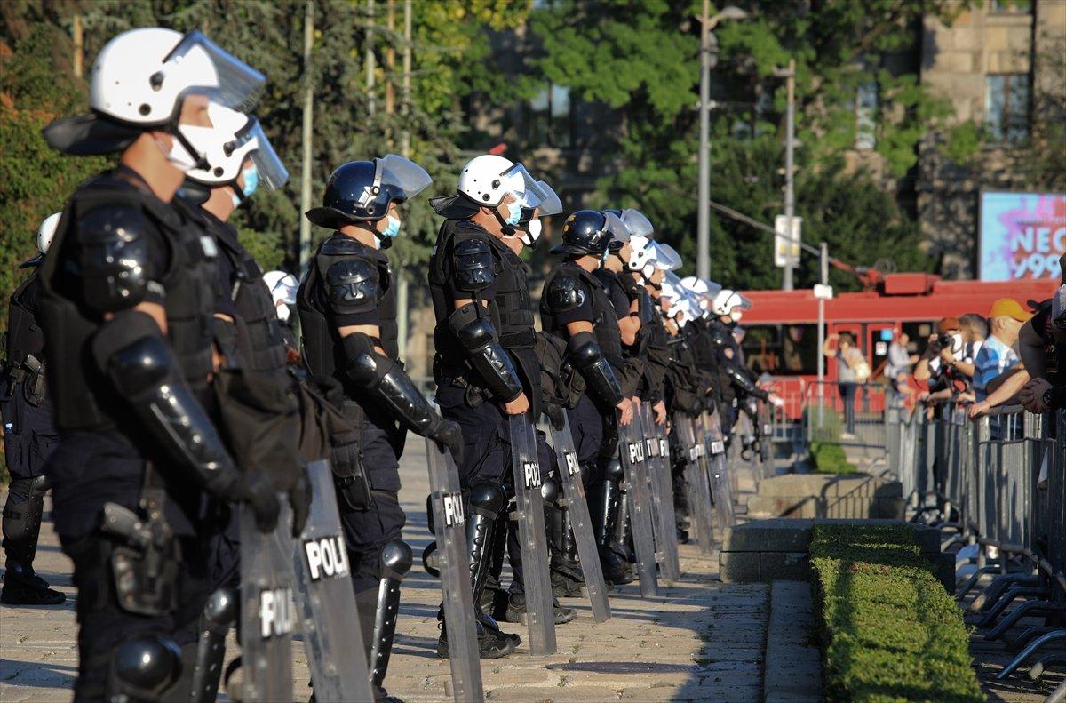 Sırbistan'da koronavirüs tedbirleri protestosu sürüyor #1