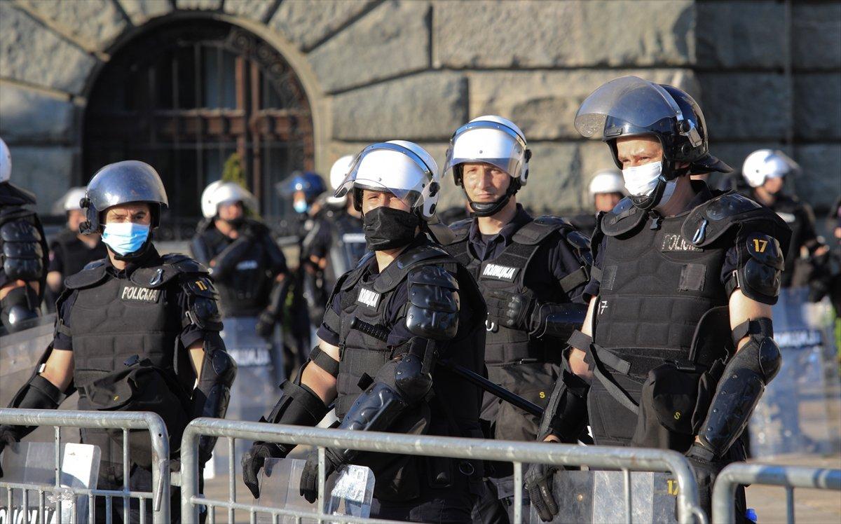 Sırbistan'da koronavirüs tedbirleri protestosu sürüyor #5