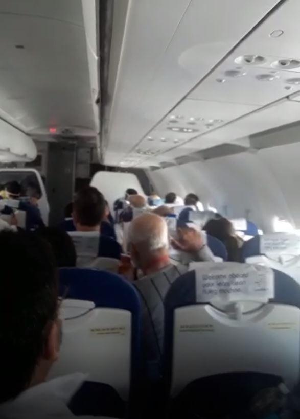 Türbülansa giren Hindistan uçağında panik anları #1