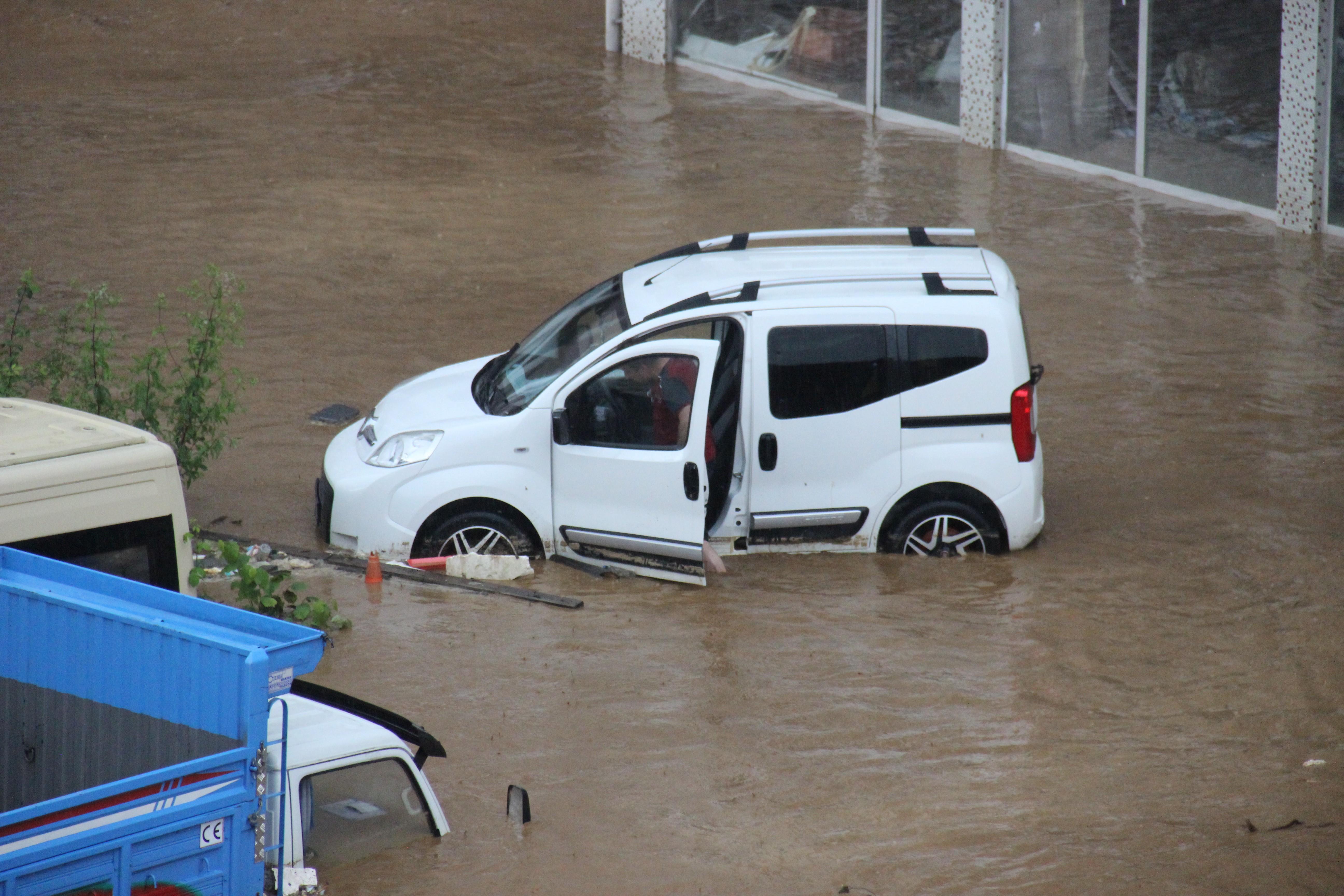 Rize'deki yağışlarda son 91 yılın rekoru kırıldı #10