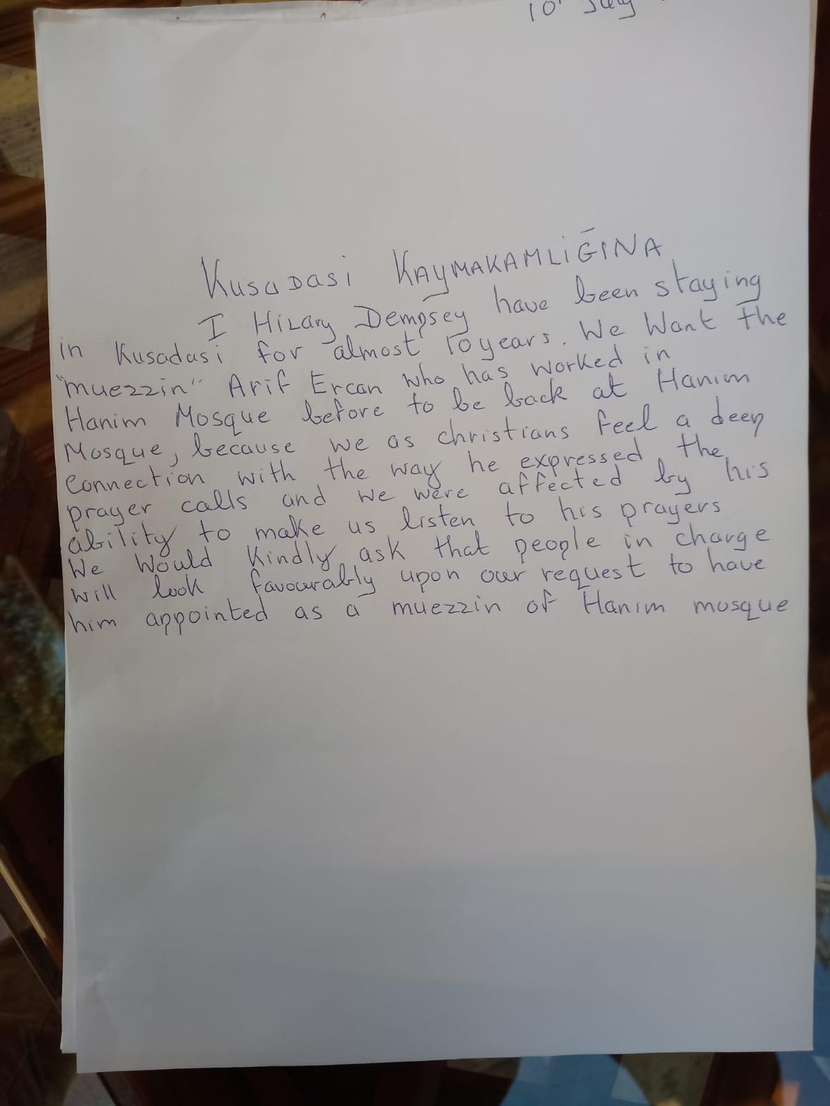 Kuşadası'nda İrlandalı turist ezan için imza topladı #1