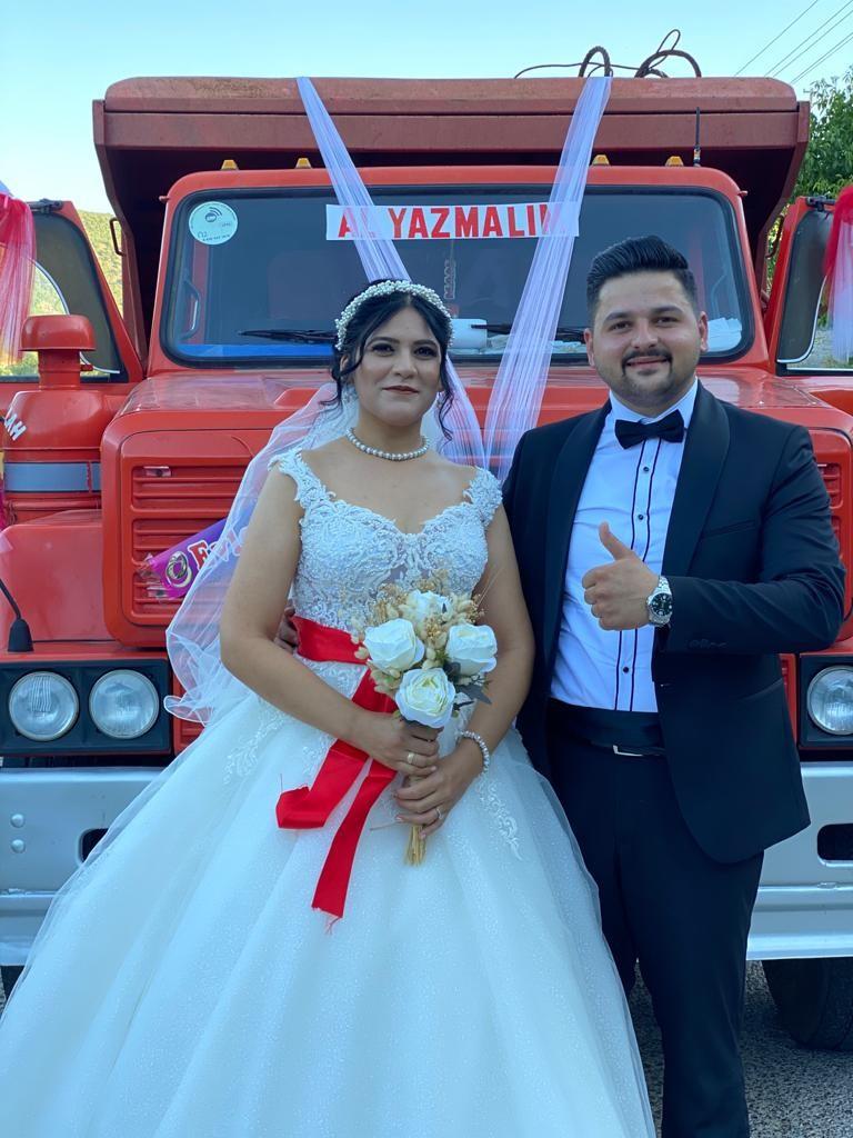 Ankara'da bir çift düğün arabası olarak kamyonu seçti #2