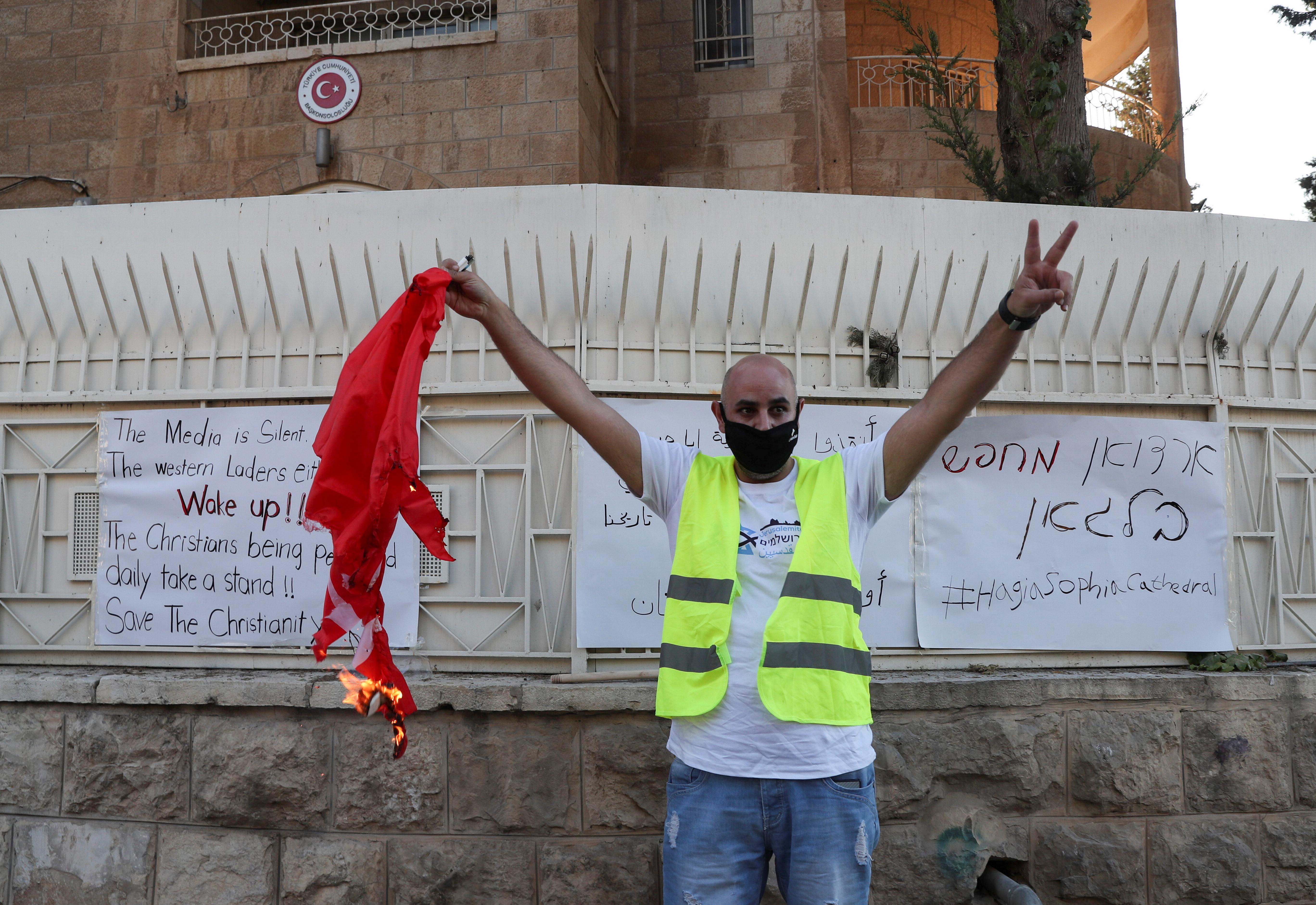 İsrailli gruptan, Türk bayrağına alçak saldırı #4