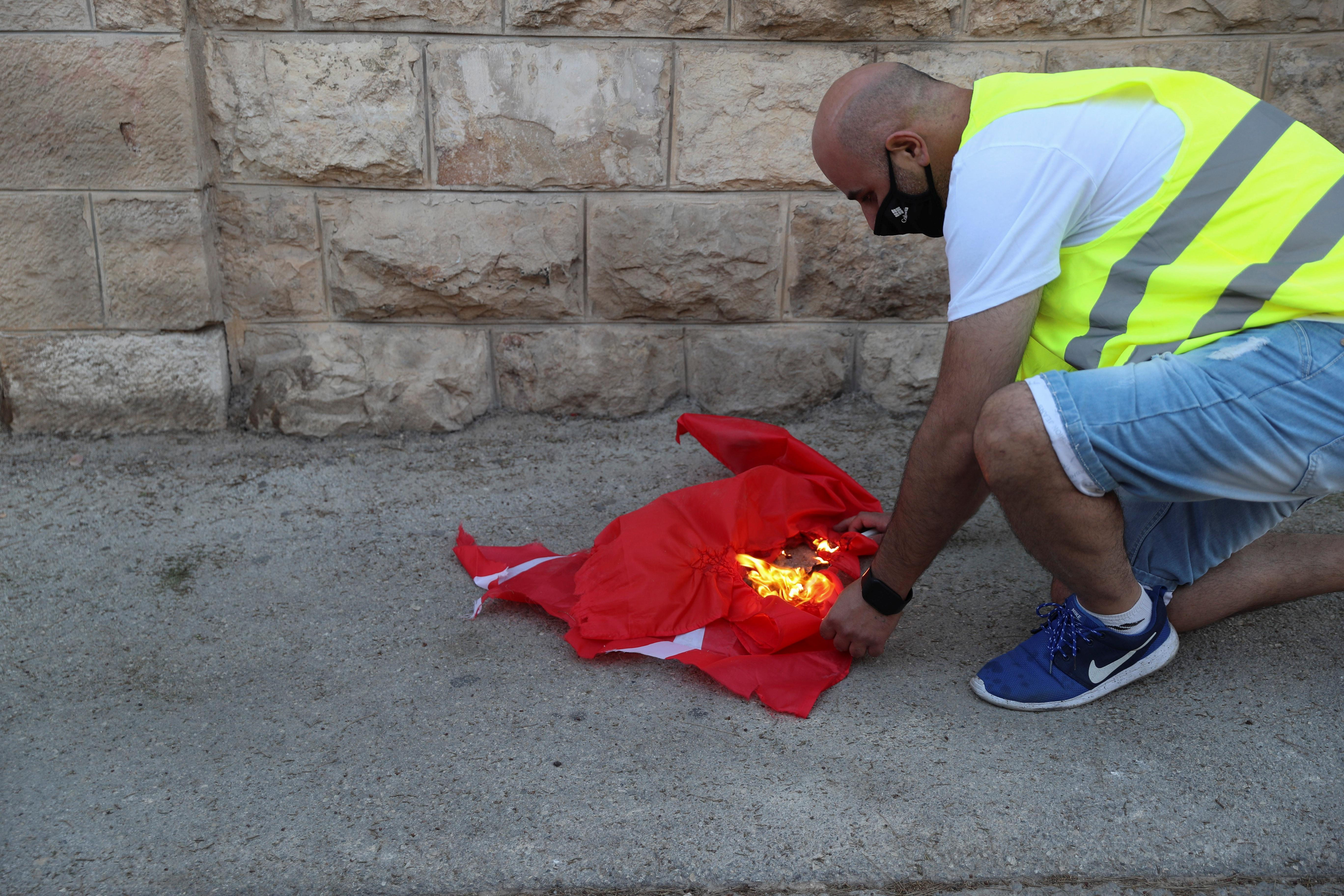 İsrailli gruptan, Türk bayrağına alçak saldırı #3