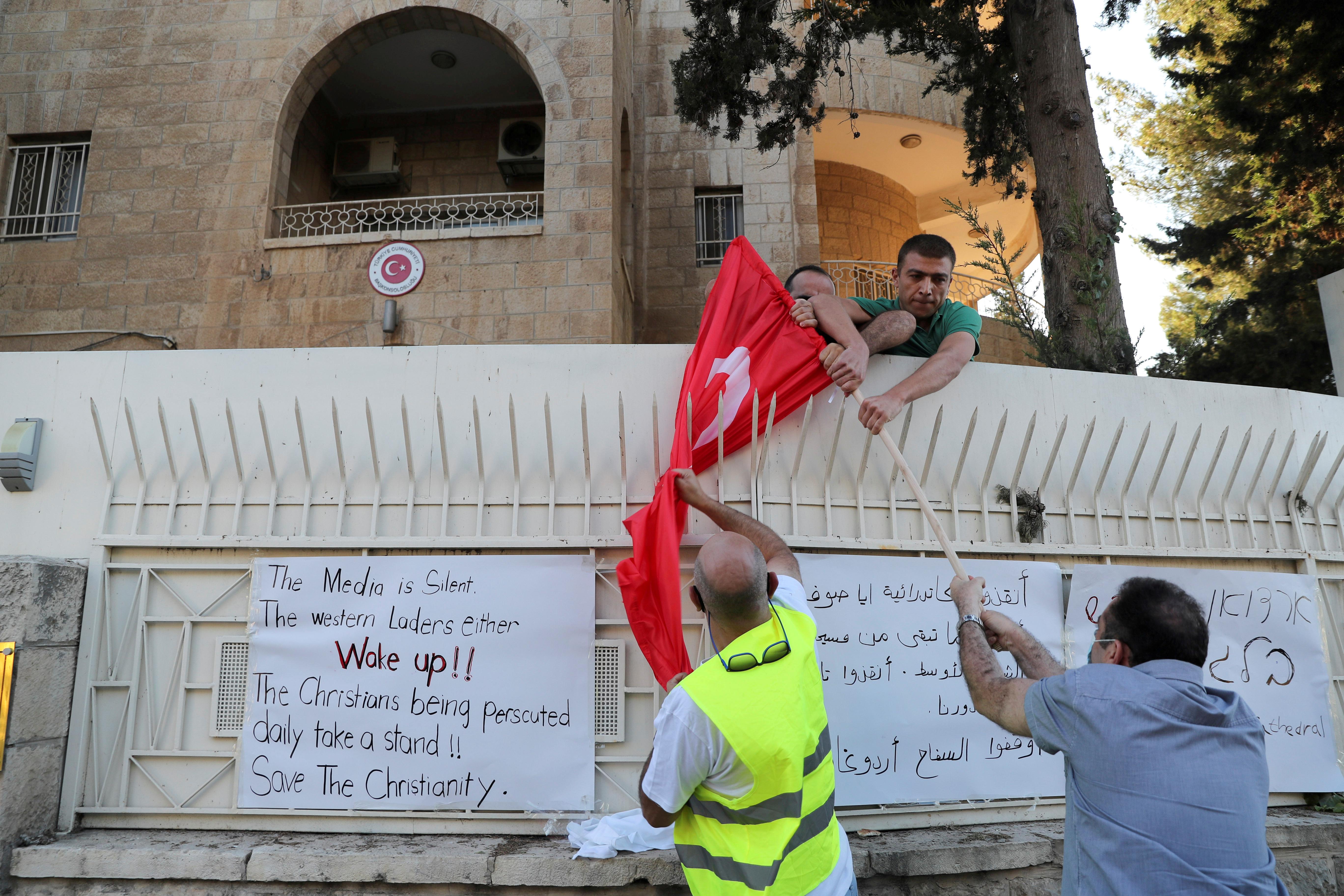 İsrailli gruptan, Türk bayrağına alçak saldırı #1