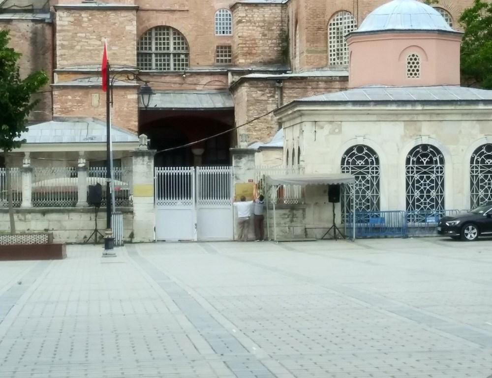 Ayasofya'da müze tabelası söküldü #1