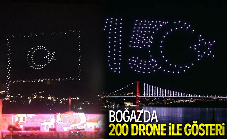 İstanbul Boğazı'nda drone'larla 15 Temmuz gösterisi