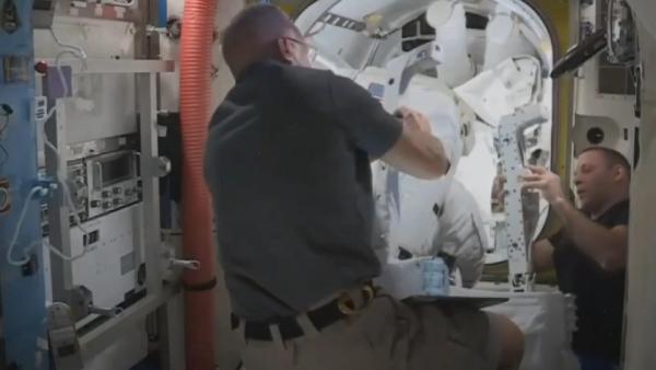 NASA astronotları uzay yürüyüşüne çıktı #1