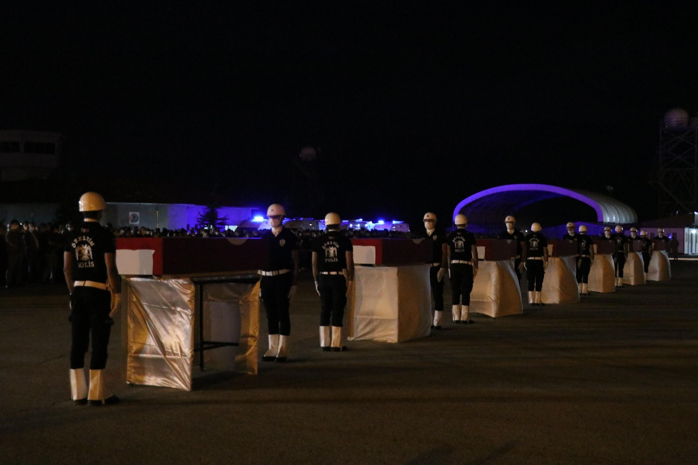 Van'da şehit olan polisler törenle uğurlandı #14