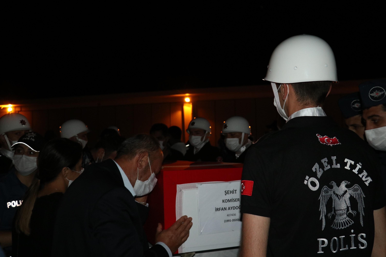Van'da şehit olan polisler törenle uğurlandı #5