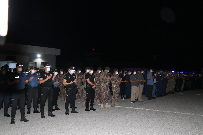 Van'da şehit olan polisler törenle uğurlandı #11