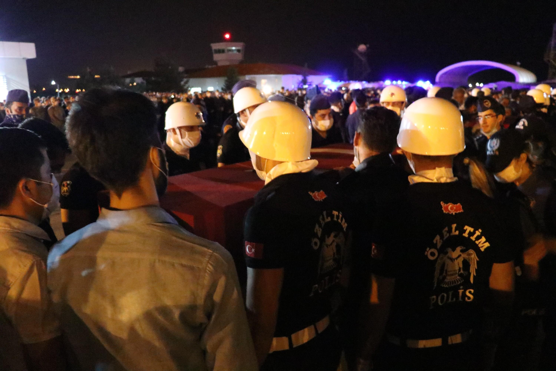 Van'da şehit olan polisler törenle uğurlandı #6