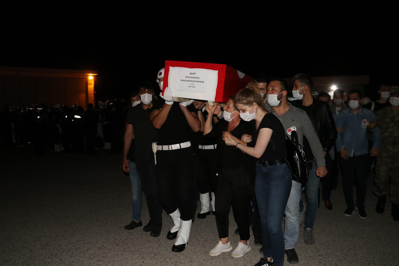 Van'da şehit olan polisler törenle uğurlandı #4