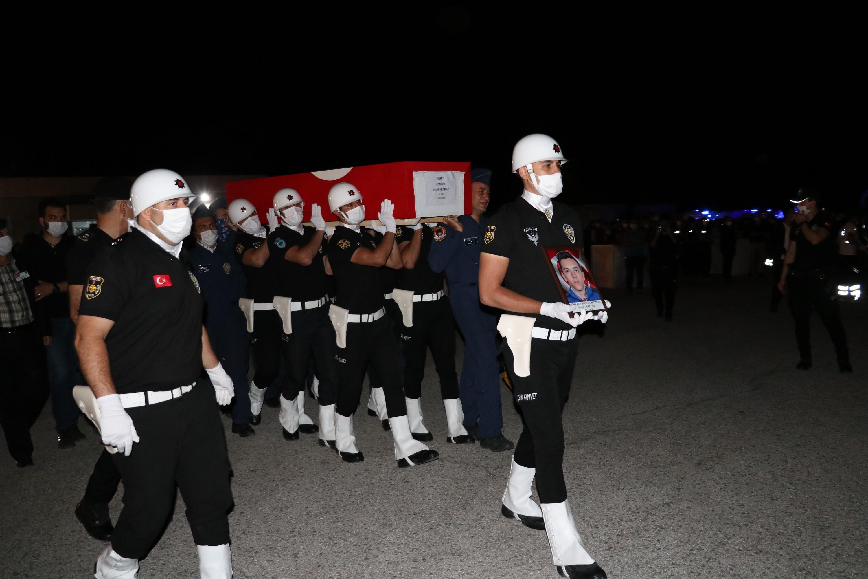 Van'da şehit olan polisler törenle uğurlandı #1