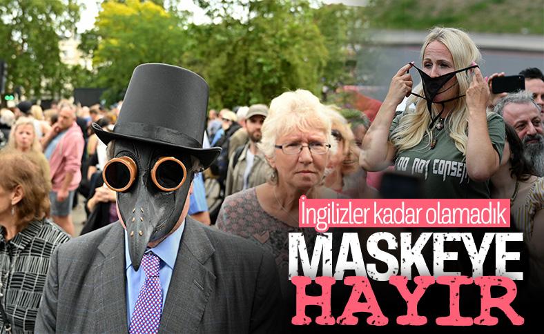 İngiltere'de maske zorunluluğuna protesto
