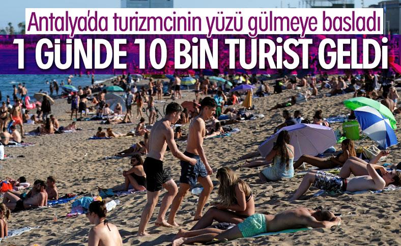 Antalya'ya 1 günde 10 bin turist geldi