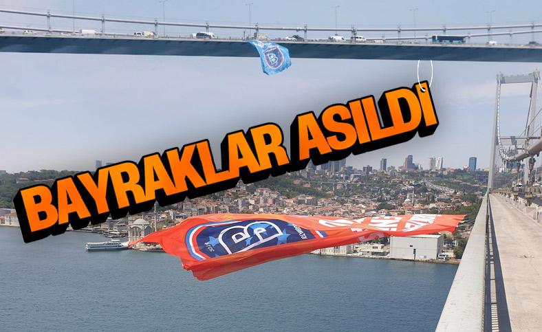 Başakşehir bayrağı İstanbul Boğazı'na asıldı